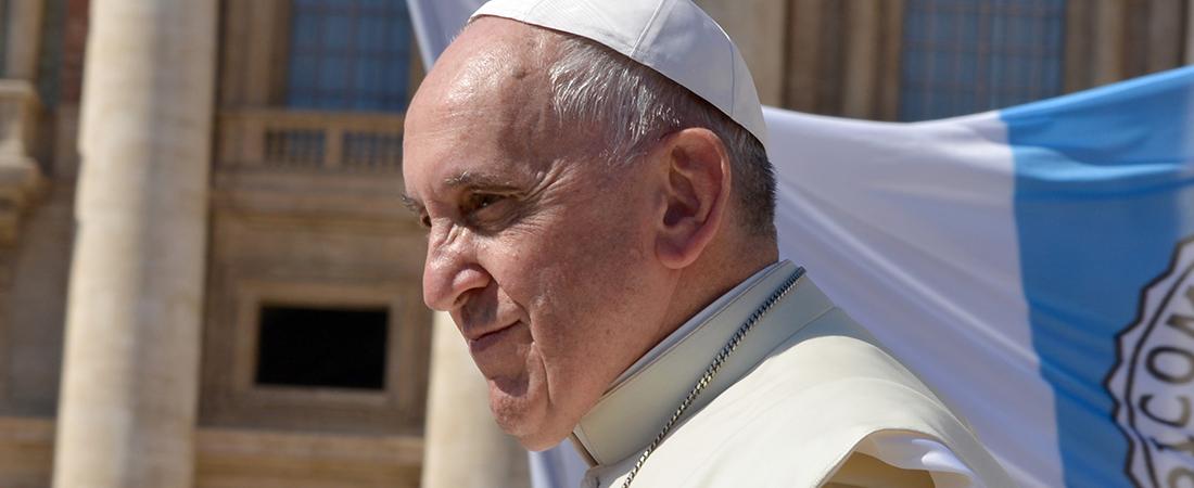 Papa Francesco prega per i farmacisti nella messa a Santa Marta