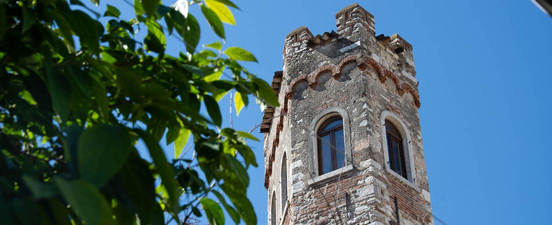 Il Museo della Farmacia a Bardolino, in una torre scaligera